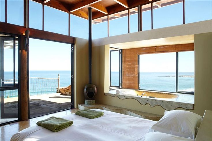 Misty Cliffs Cliffhouse in Misty Cliffs is a stylish villa metres away from the ocean, perfect for a romantic weekend