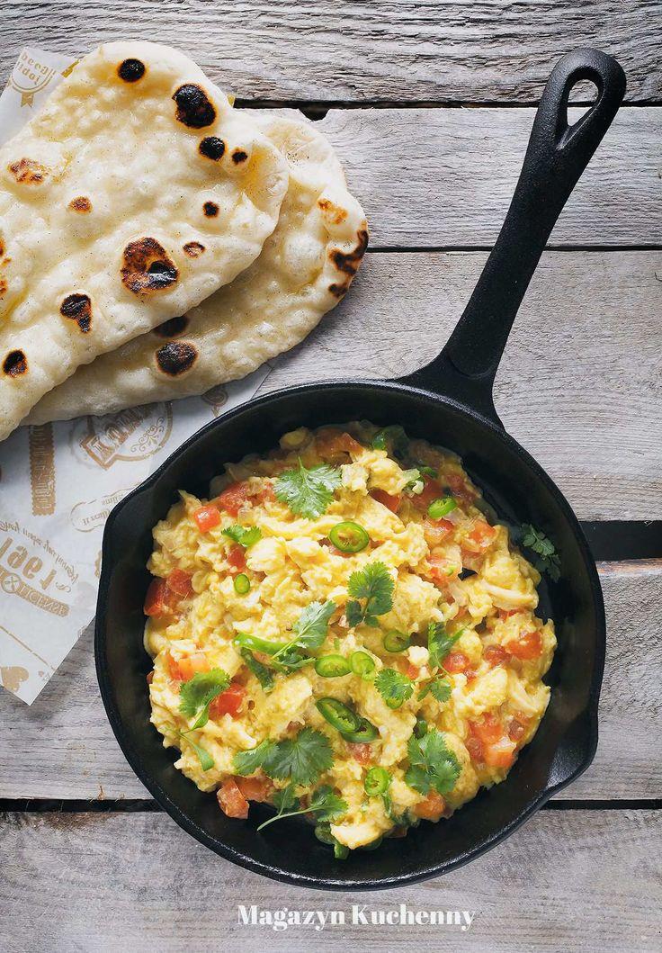 Jajecznica z mlekiem kokosowym, imbirem, chili i pomidorami. Jajecznica po indyjsku, na oleju kokosowym, z kolendrą i chlebkiem naan. Przepis na naan.