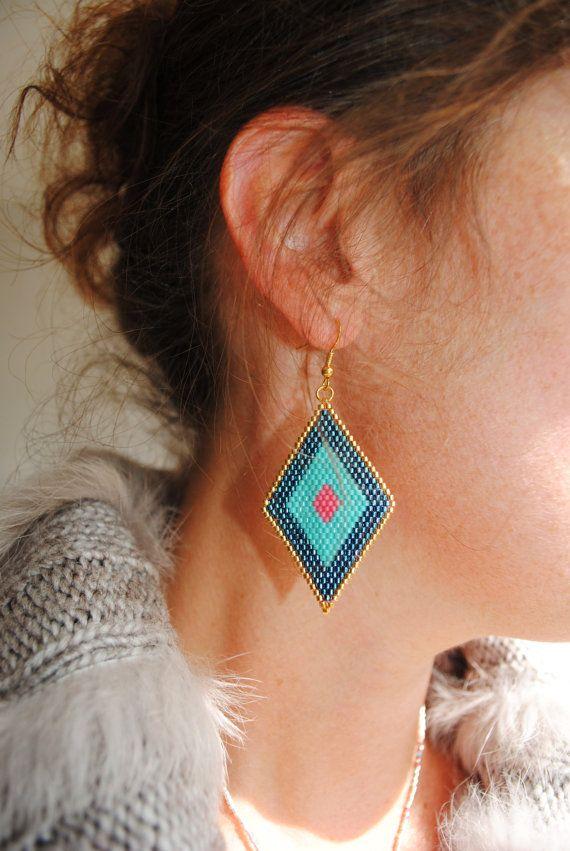 Boucles d'oreilles jerewel tissées peyote losange par Alittlecrea