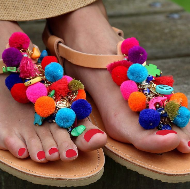 Rainbow totos pompom sandals
