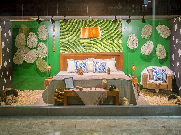 A vitrine MADEIRA valoriza o elemento sua possibilidade de fazer qualquer coisa e de ter qualquer forma. O projeto incita a imaginação, utilizando elementos pendurados, um tapete que remete à mata, e diversos tipos de madeiras e fibras. Trabalha com cores escuras, diversos tons de marrom e de verde, e cores fortes pontuadas, como pássaros em uma floresta. Utiliza também objetos e adornos artesanais, inclusive animais de madeira. A cama é o foco, extremamente convidativa e aconchegante.