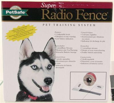 Petsafe prf2004xw-20 inground fence kit omheining l/xl voor grote honden  de radio fence is een onzichtbare omheining die ervoor zorgt dat de hond of kat de tuin niet uit kan. zonder dat er daarvoor hele hekwerken of muren geplaatst hoeven worden.middels een antennedraad dat een signaal afgeeft aan de ontvanger aan de halsband van de hond of kat. wordt een veilige zone gecreëerd waarbinnen uw huisdier zich vrij kan bewegen. wanneer hij echter te dicht de grens nadert die hij niet mag…