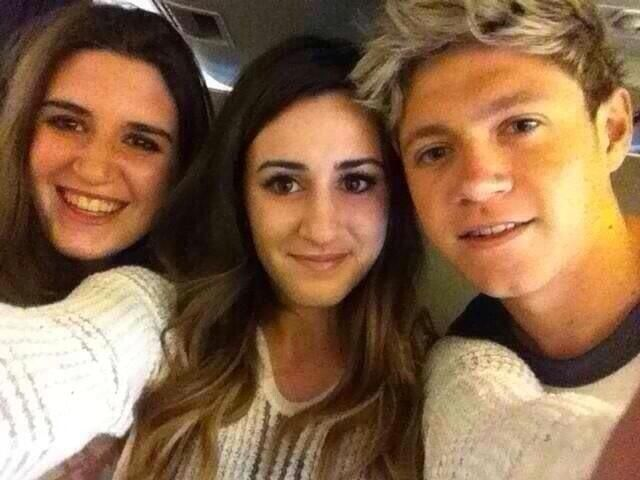 NIALL ON HIS WAY HOME! HE SAT NEXT TO  TWO FANS OMFG THEY'RE SO LUCKY <<< GUYS I STILL CANT GET OVER THIS THATS LIKE TEN HOURS WITH NIALL ITS LIKE A LITERAL FANFIC THE UNIVERSE HATES ME<<< and not to mention they are pretty. So it's almost like he's going to marry them by tomorrow I hate my life. Ahhhhhhhhh!