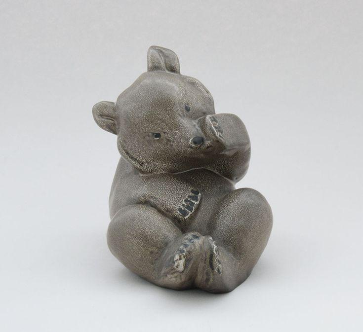Arabia figuuri, istuva karhu, Lea von Mickwitz