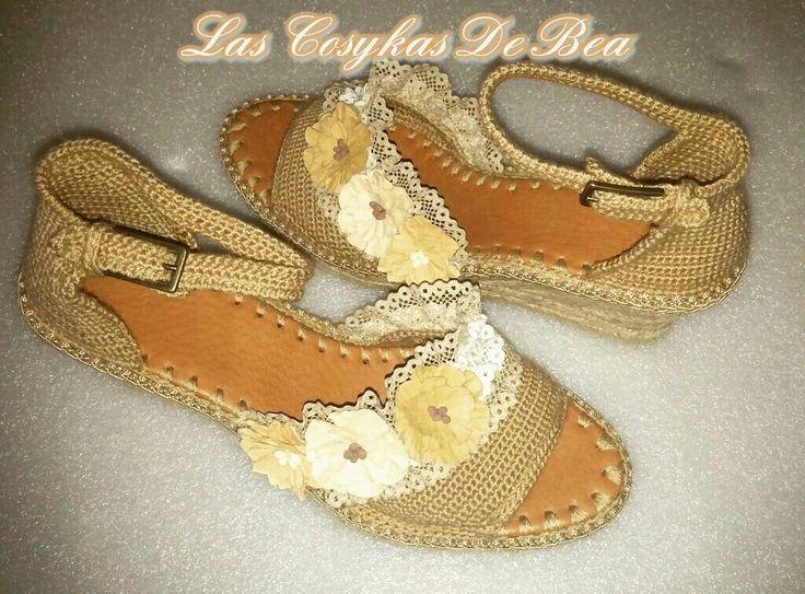 Sandalias tejidas con suela de yute, hechas por Las Cosykas de Bea