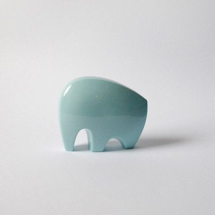 This minimalist elephant sculpture by German Anne Roessler