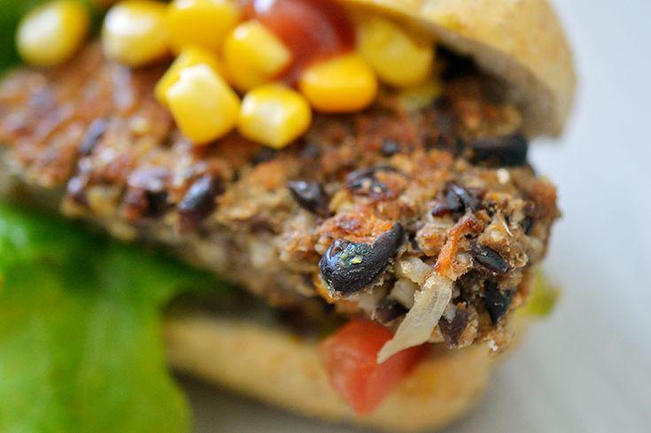 Hambúrguer de feijão preto e batata-doce