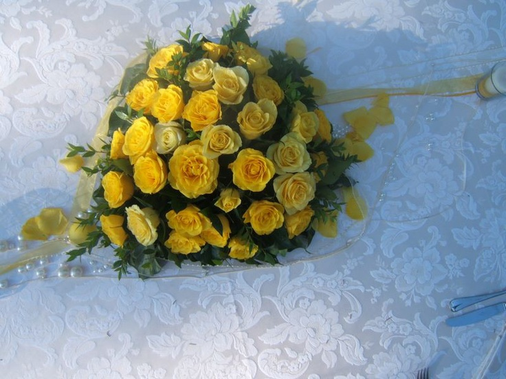 http://www.eleonoratonieventi.it  Bouquet di Piccole Rose Gialle  Bouquet of small yellow roses  info@eleonoratonieventi.it  cell.340-42.70.923