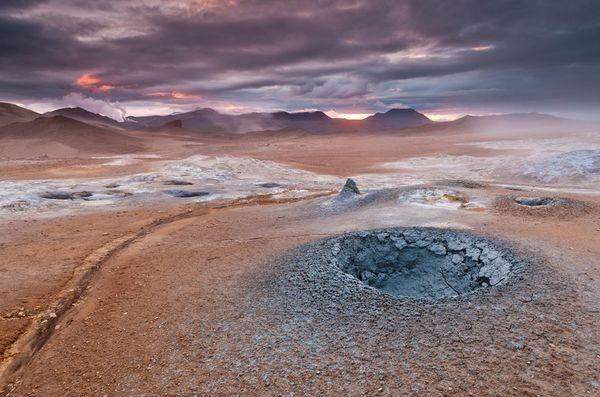 Марсианский пейзаж в Namafjall, Исландия