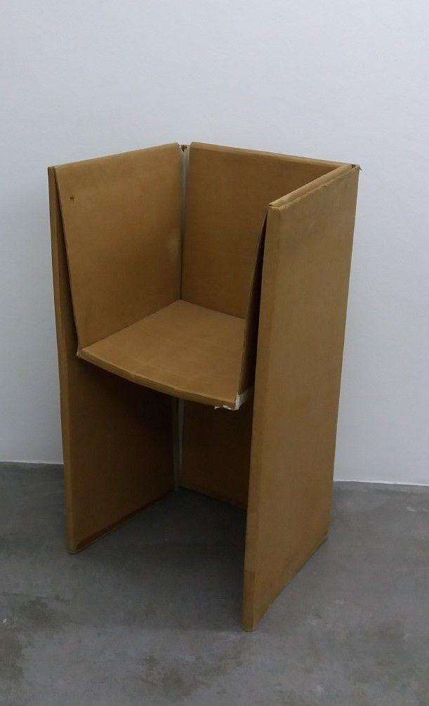 A cadeira de cartón.  Pablo Tomé Ferreiro.