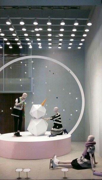 Max&Co Christmas windows