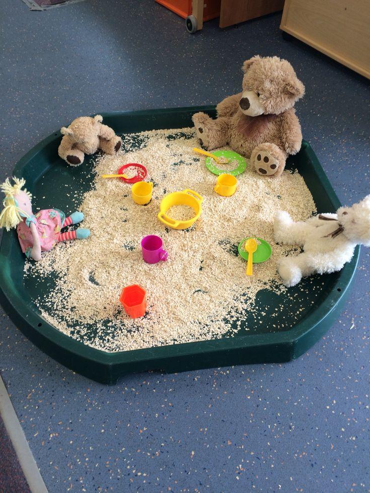 Goldilocks and the three bears with porridge oats