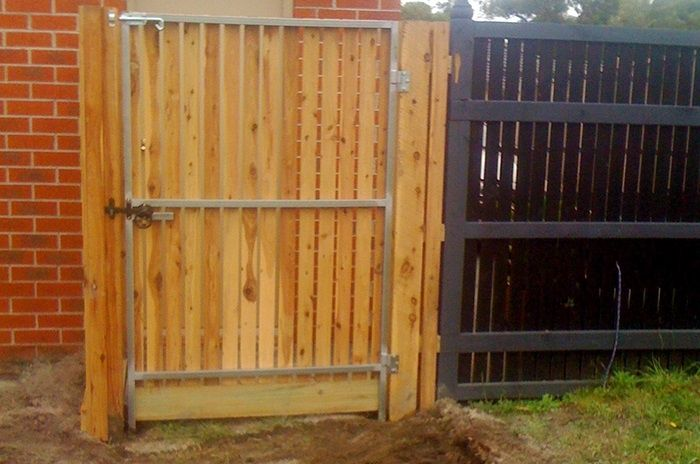 Vertical picket single pedestrian steel frame gate with ringlatch and padbolt