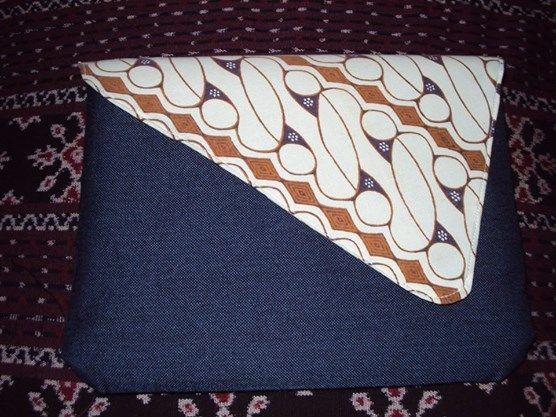 "Indonesian Etnics Craft Products...... ""Clutch Batik motif parang mix denim""   http://2.bp.blogspot.com/-rMZf3y3YtEc/VFsgj2E0EiI/AAAAAAAAAGE/3EtisJAowuc/s1600/Cluth%2Bbatik%2Bparang%2B-%2Bdenim.jpg"