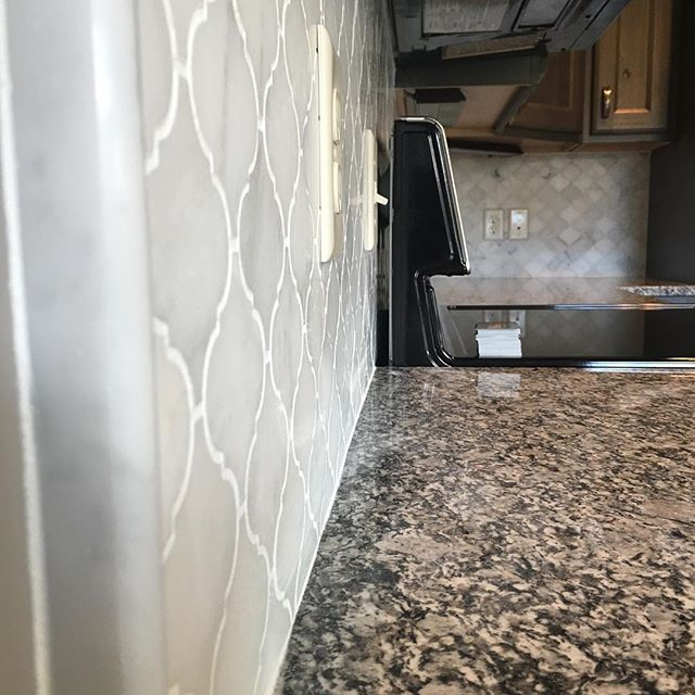 Mix Marble Random Strip Mosaic White And Brown Kitchen Backsplash