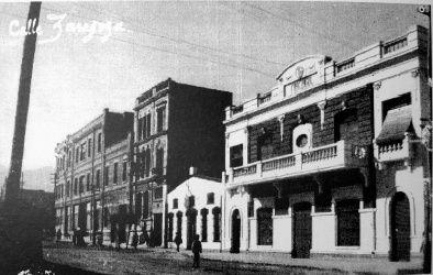 Vista del edificio Málaga al frente y almacenes García a continuación