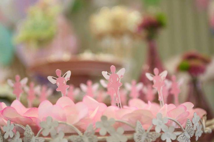 Decoração de festa com tema bem diferente e não comercial: Jardim das fadas! Cheio de detalhes e super personalizado.