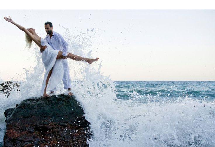 Feel free to feel! #AstarteSuites #Wedding #santorini Photo credits:  @santoriniweddings