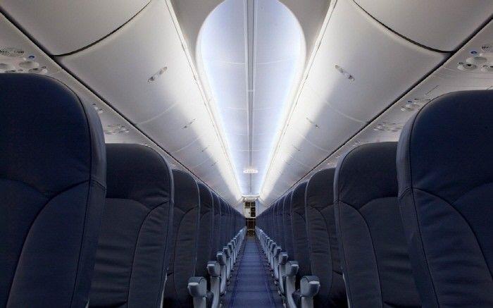 비좁은 비행기 좌석, 수면은 껴안는 침대로? -테크홀릭 http://techholic.co.kr/archives/32074