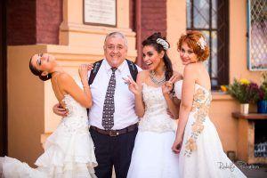 """Daniel Carrasco Rivera y """"novias"""" del taller de bodas"""