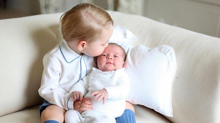 Принц Джордж и его сестра принцесса Шарлотта