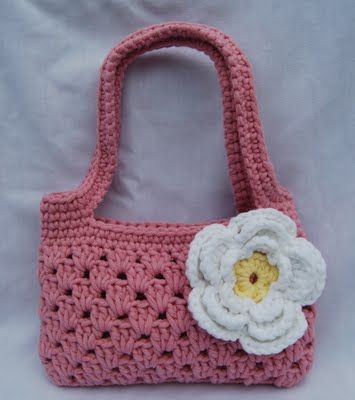 Tangled Happy blog, has fun crochet patterns also! This was a great Birthday present for a 5 year old! #crochet #purse