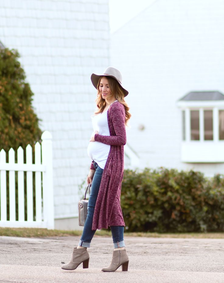 OUTFIT DETAILS LulaRoe Plum Heathered Sarah Cardigan | LulaRoe White Classic T | similar Jeans | Nordstrom Felted Wool Fedora | similar Grey Ankle Bootiesalso Here |