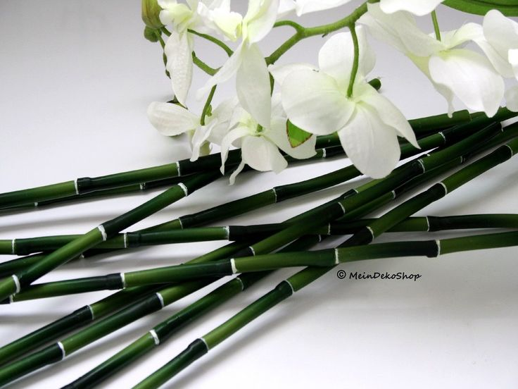 Künstlicher Deko Bambusstab, grün. Der Bambus ist biegsam, somit perfekt für eigene Kreationen