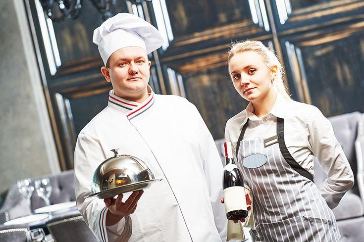 La importancia del uniforme del chef está cada día más clara, sobre todo gracias a las chaquetillas de #AlbertoChicote. Analizamos qué otras piezas lo componen.   #chef