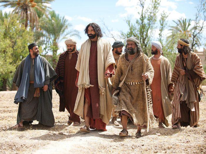 jesus chooses twelve men as his disciples and apostles matthew 102