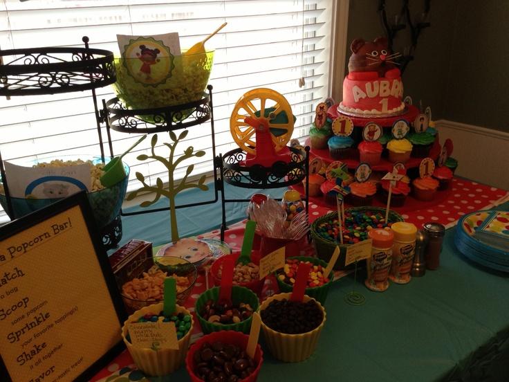 Daniel tiger birthday party table