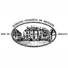 • Domaine Chandon de Briailles •  Ha sede a Savigny-lès-Beaune, nel cuore della Côte de Beaune ai piedi della collina di Corton. I 13 ettari di proprietà si dividono tra i comuni di Savigny, Pernand-Vergelesses e Alox- Corton. Il Domaine appartiene alla famiglia dal 1834 ed è oggi diretto da François de Nicolay e da sua sorella Claude, che è anche l'enologo aziendale. Scopri altro su http://www.e-heres.com/company/domaine-chandon-de-briailles #winexcellence #winelovers