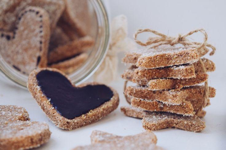 Ty nejlepší a nejopravdivější perníčky jsou ve skutečnosti úplně bez mouky a bez medu. Jsou to totiž cukrfree perníčky!
