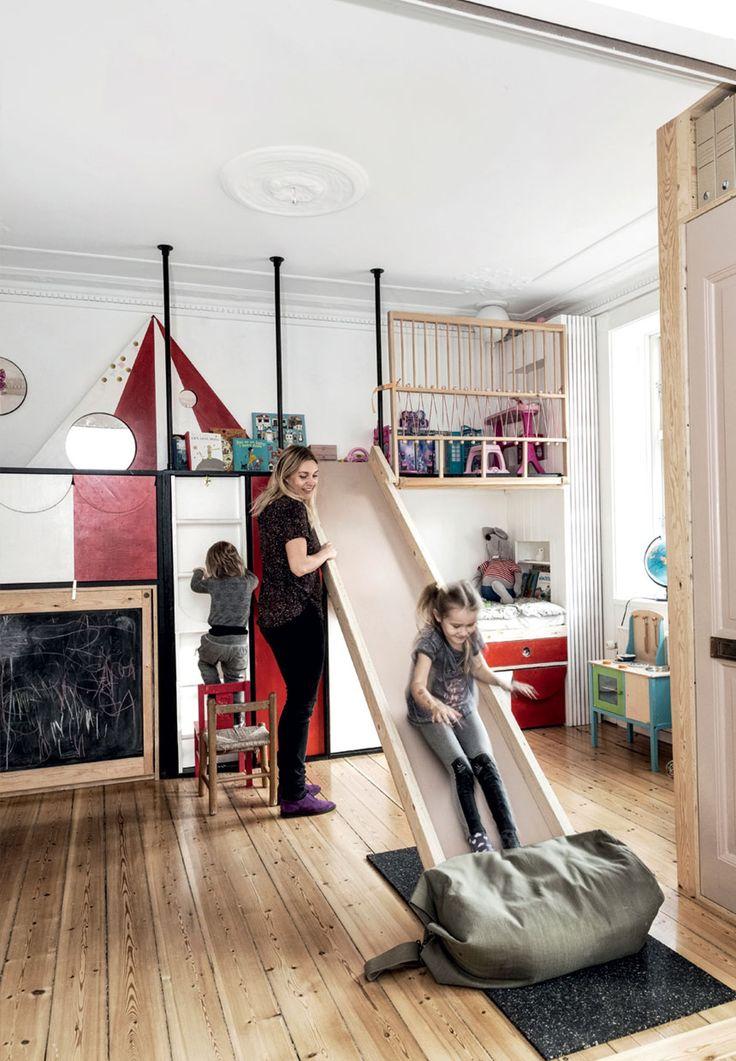 Børneområde med en fleksibel og farverig cirkusvæg