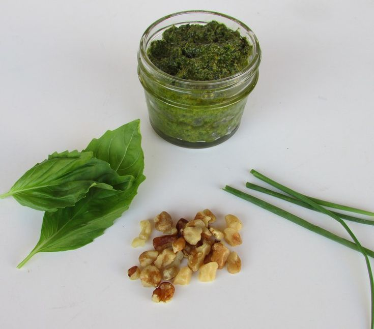 Basil Walnut Pesto low FODMAP (Used garlic-infused olive oil and no chives)