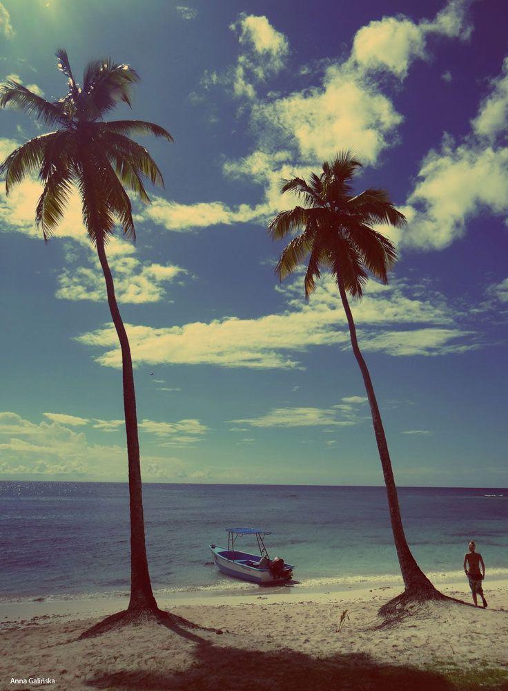 Punta Cana es el paraíso perfecto para relajar tu cuerpo y mente. Déjate maravillar por sus hermosas playas y descansa de la rutina. #PuntaCana #vacaciones #playa #paraíso #palmeras