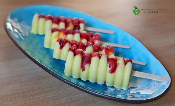 Raw mango-strawberry popsicles