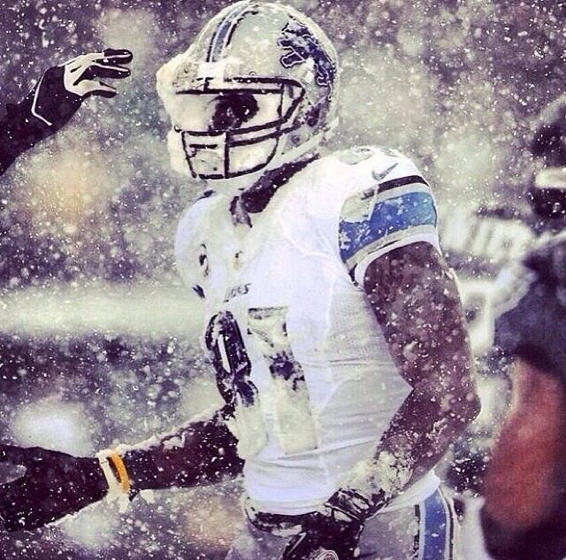 Calvin Johnson - Megatron - Detroit Lions vs Philadelphia Eagles 12/8/2013  in the snow. This is my lock screen wallpaper! Go Lions!
