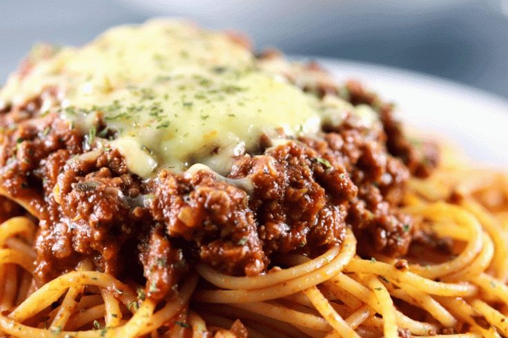Quick and Easy Spaghetti Bolognese - If there is one recipe for Spaghetti Bolognese that you need to know, this is it! You'll be surprised how an easy recipe like this one can make such a delicious pasta! PLUS the pasta sauce can be used for so many different recipes! | ScrambledChefs.com