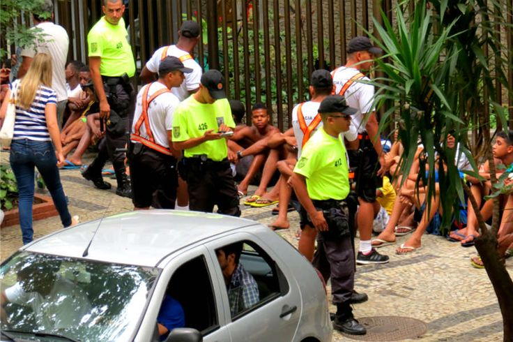 Setenta detidos em mais um domingo de furtos na orla de Copacabana | #Apreensão, #Arrastão, #BrunoMenezes, #Copacabana, #Crime, #Detenção, #Furto, #Ipanema, #Ladrão, #MaioridadePenal, #Menores, #OperaçãoVerão, #Orla, #Pm, #Polícia, #Praia, #Prisão, #RioDeJaneiro, #Roubo, #Segurança, #Tumulto