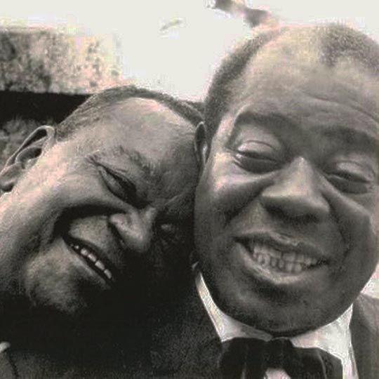 Pixinguinha e Louis Armstrong em 1957, durante a temporada de shows que o mestre do jazz apresentou no Brasil.  Veja mais em: http://semioticas1.blogspot.com.br/2011/07/ha-um-conto-de-cortazar-publicado-em.html