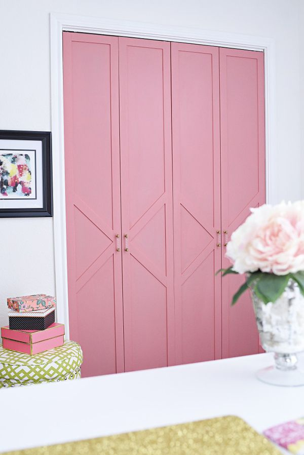 How about a Glam Bi-Fold Closet Door Makeover? Sound good…well it looks FAB and Monica from Monica Wants It is going to show you how you can get this amazing look! . . Ok my friends, this is not a DIY but you get the idea…by taking your favorite wallpaper and covering the closet doors …