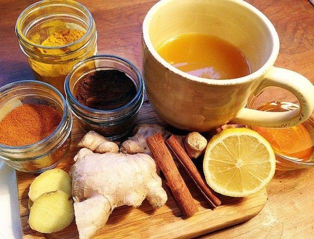 10 recetas de té para este invierno -  Te contra la gripe y los resfriados 3 tazas de agua  Jugo de medio limón  1 rama de canela  3 rebanadas (1/4 de pulgada de espesor) de jengibre fresco  ¼ de cucharadita de clavo de olor  ½ cda. cúrcuma  1 pizca de cayena (empezar con esto y agregar más a gusto ... cuanto más se puede manejar mejor)  1 ½ cucharada de miel cruda (puede agregar más o menos para alcanzar la dulzura deseada) hervir todo 10´ menos la miel. Colar y beber caliente