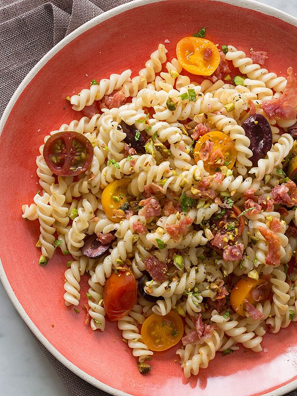 Healthy tomato and olive pasta