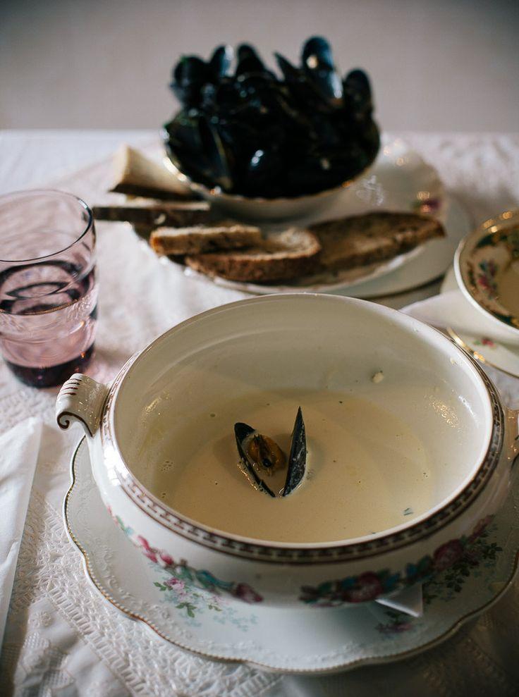 Creamy apple cider mussels with garlic bread