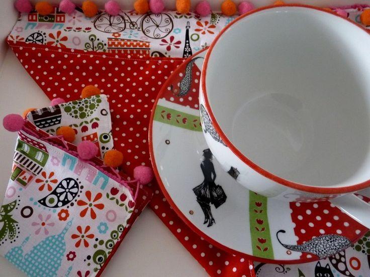 Ensemble bol dejeuner et Set de table rouge  Collection love in paris