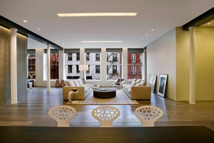 Дизайн-студия nemaworkshop работала над проектом One Bond Street Loft. Данный лофт в Нью-Йорке изначально представлял собой две отдельные квартиры, а с помощью глобальной перепланировки было создано единое пространство, роскошное и неформальное одновременно. В главной жилой зоне расположена кухня...