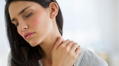 Hábitos que están dañando tu cuello