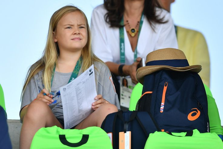 Le roi Carl-Gustaf de Suède et le Roi Willem-Alexander la Reine Maxima des Pays Bas et leurs filles ont assisté aux sauts d'obstacles par équipe.