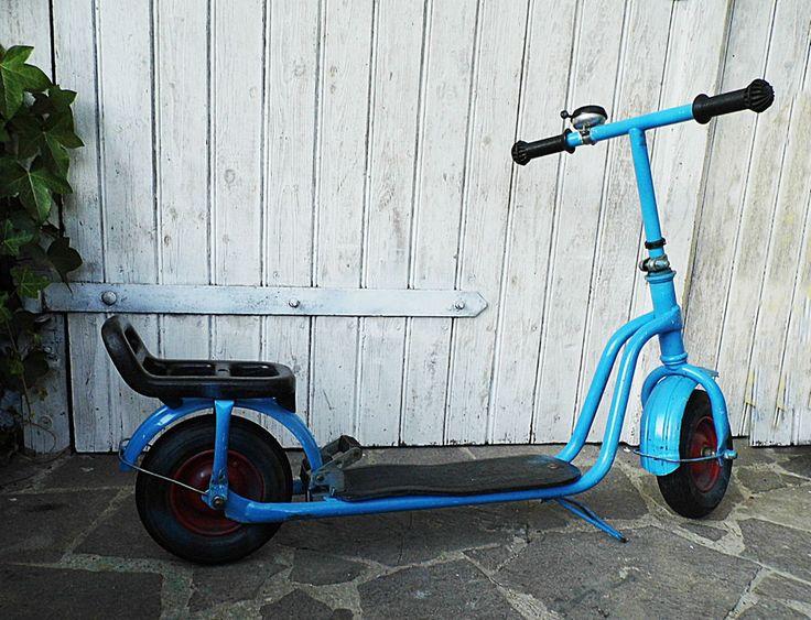 DDR Tretroller, Roller mit Luftbereifung #vintage #play #patina #roller #kinderroller #children #scooters #Spielzeug #toys